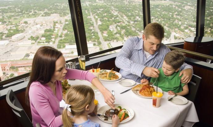 Cu copilul la restaurant